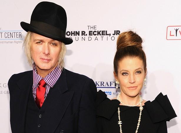 A cantora Lisa Marie Presley e o guitarrista Michael Lockwood tiveram as gêmeas Finlay e Harper em 2008. (Foto: Getty Images)