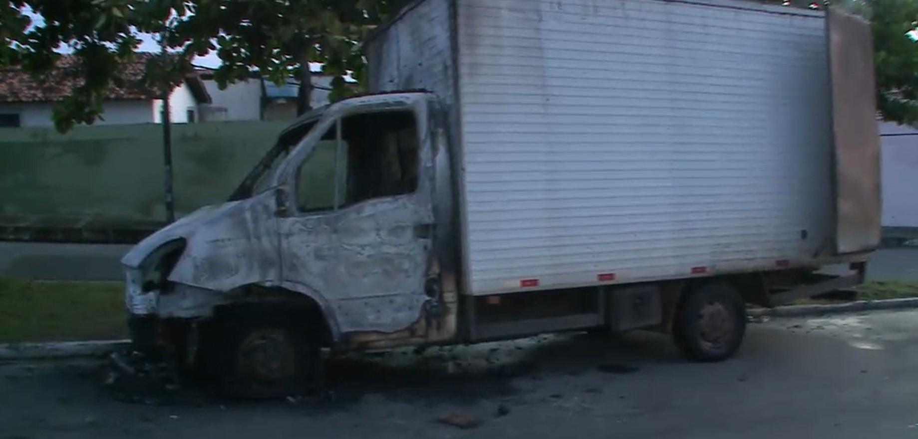 Caminhão-baú pega fogo no bairro Radional em São Luís - Noticias