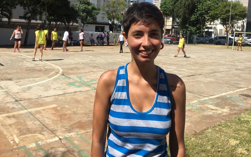 Luana Alvarenga, a Lulu Hipérbole, joga bola há quase 20 anos — Foto: Gabriela Gonçalves/G1