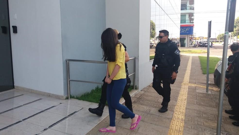 Escolta leva Vânia até médico em Vilhena (Foto: Renato Barros/Rede Amazônica)