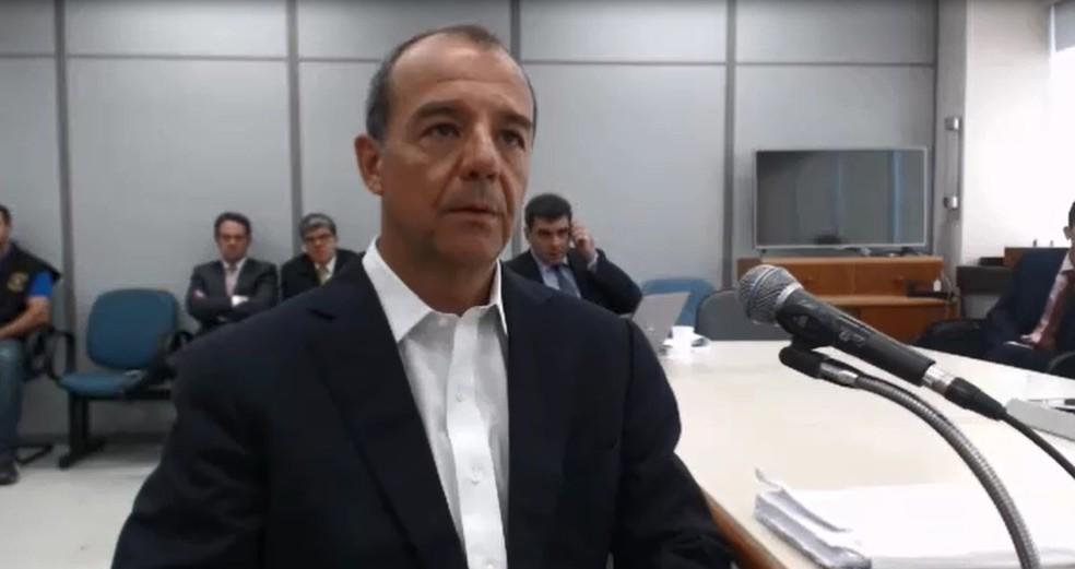 Sérgio Cabral durante depoimento ao juiz Sérgio Moro, responsável pela primeira condenação dele (Foto: Reprodução)