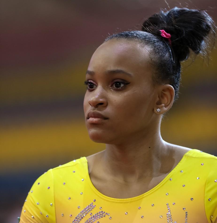 Rebeca Andrade sente dores no joelho e não termina série do solo no Brasileiro de ginástica artística