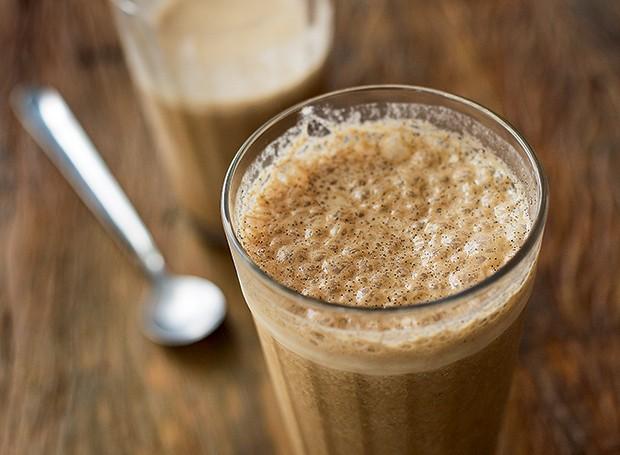 Batida de café (Foto: Rogério Voltan/Editora Globo)