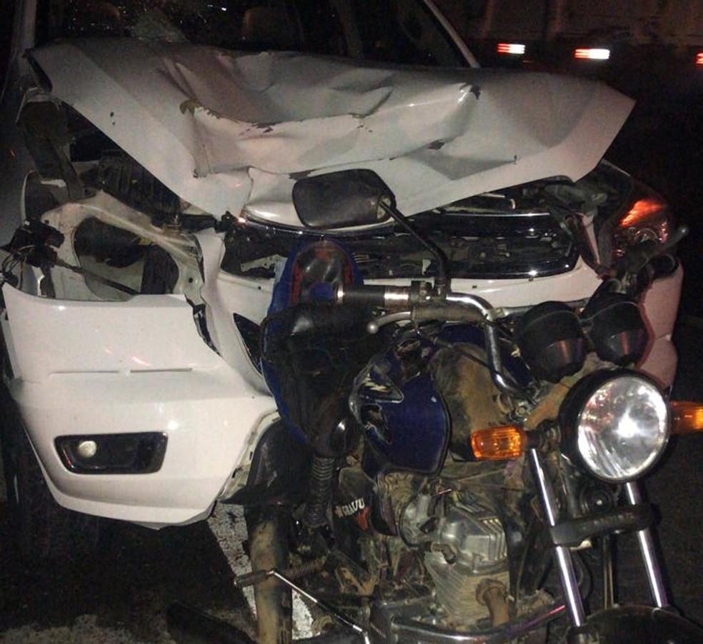 Casal e filha de 4 anos morrem após moto em que estavam ser atingida por caminhonete na Bahia — Foto: Reprodução/Site Notícias de Santaluz