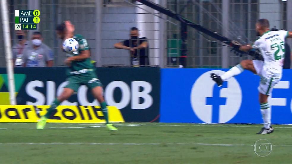 Pênalti de Jorge em América-MG x Palmeiras — Foto: Reprodução