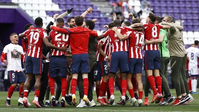 Jogadores do Atlético de Madrid comemoram a conquista do Campeonato Espanhol