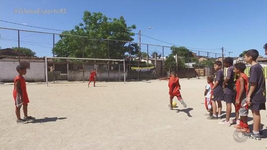 Escolinha em comunidade de Porto Alegre dá aulas a crianças; saiba como ajudar