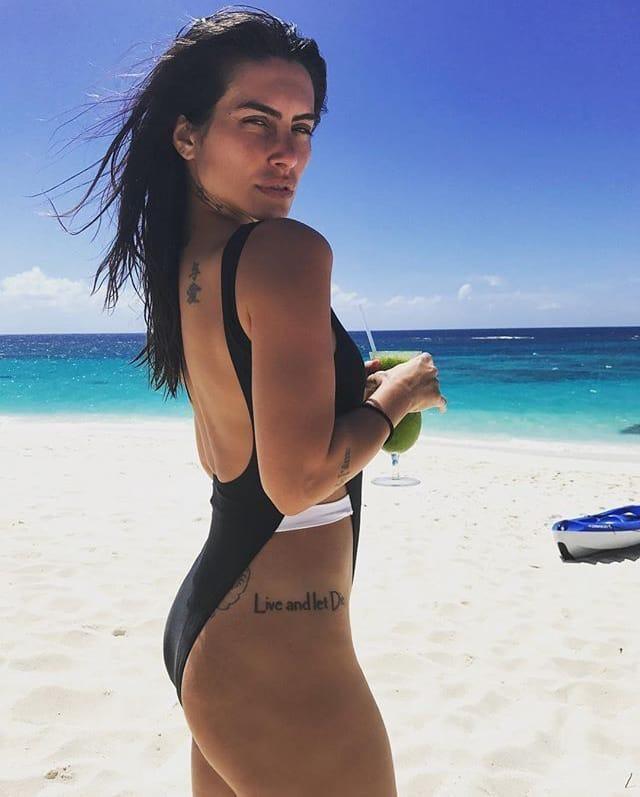Cleo em clique na praia (Foto: Reprodução/Instagram)