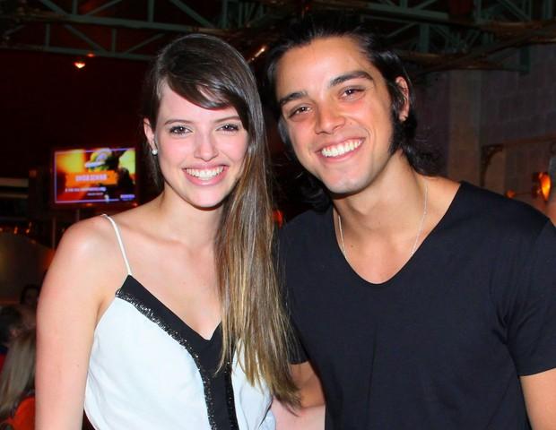 Ágatha Moreira e Rodrigo Simas (Foto: Alex Palarea/Agnews)