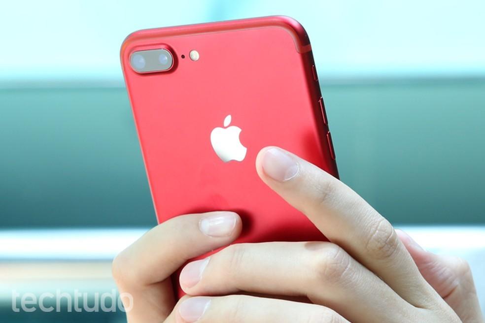 iPhone 8 deve aposentar posição horizontal das câmeras do iPhone 7 Plus e adotar disposição vertical (Foto: Carolina Ochsendorf/TechTudo)