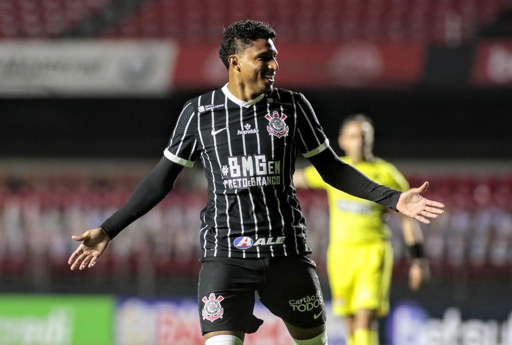 Éderson comemora gol pelo Corinthians sobre o Bragantino — Foto: Rodrigo Coca / Ag.Corinthians