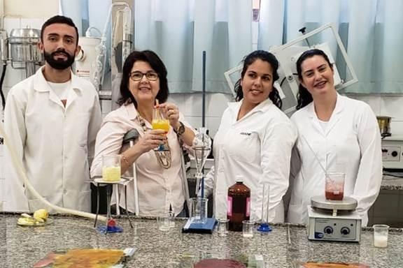 Estudantes de química criam canudo comestível como forma de substituição ao canudo plástico (Foto: Divulgação)
