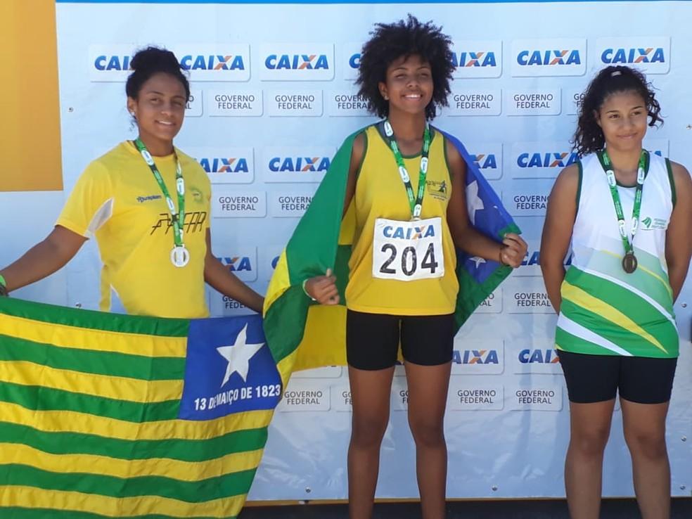 Piauienses comemoram pódio no sub-16 Norte-Nordeste de atletismo  (Foto: Federação Piauiense de Atletismo)