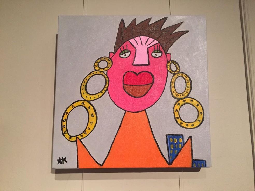 Artista de Petrópolis, RJ, acredita que o feminino tem cor, não só a rosa, mas todas as cores — Foto: Aline Rickly / G1