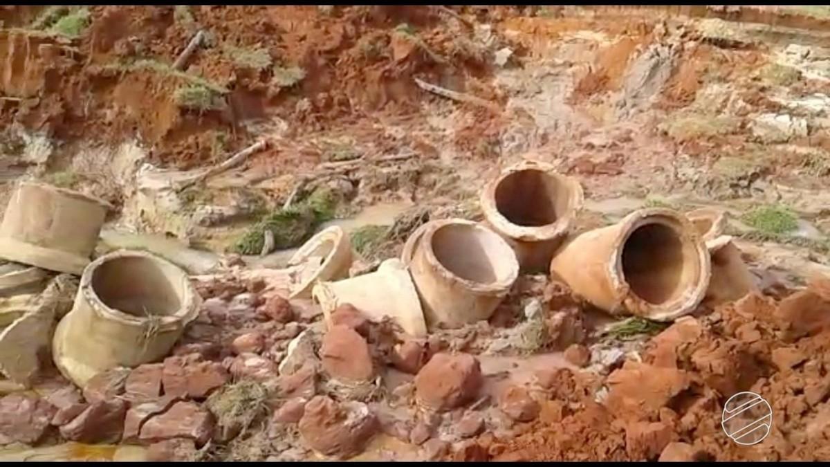 Chuva de poucas horas abre cratera que destrói estrada e isola cerca de 40 famílias em área rural de MS