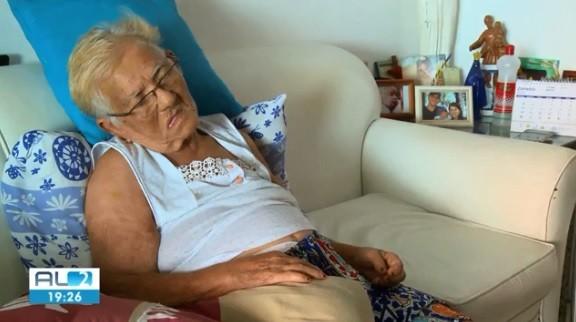 Família denuncia que idosa de 83 anos caiu de maca no HGE e ficou com fraturas na coluna
