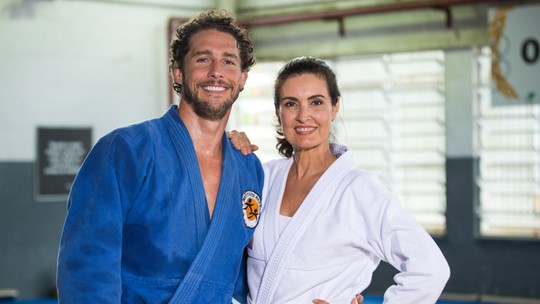 Fátima Bernardes tem aula de judô e recebe elogio de Flávio Canto: 'Me surpreendeu'