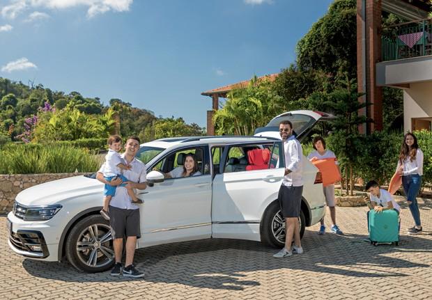 A família Ciccarino ao lado do Tiguan, da Volkswagen. (Foto: Marcos Camargo/Editora Globo)