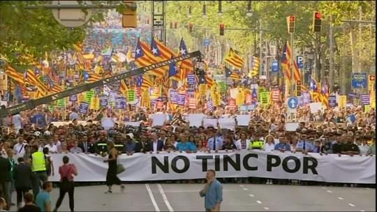 Manifestação contra o terrorismo reúne 500 mil pessoas em Barcelona