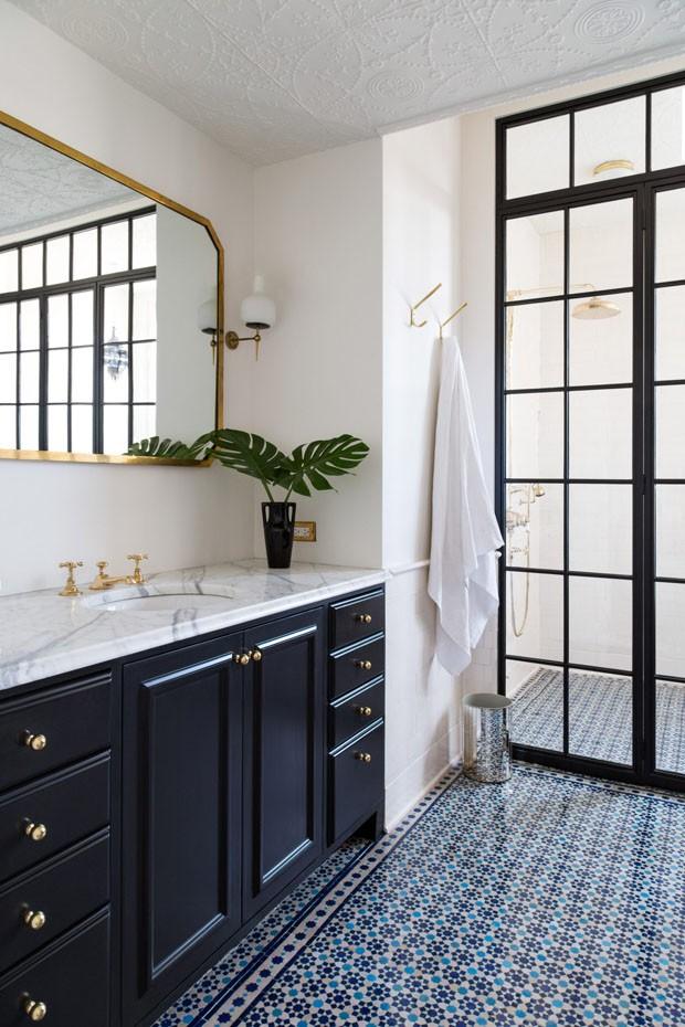 Décor do dia: banheiro clássico com toque vintage (Foto: Divulgação/Reprodução)