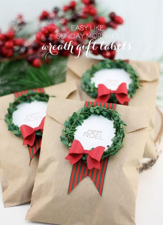 Envelope de papel pardo com fita vermelha e verde (Foto: Pinterest)