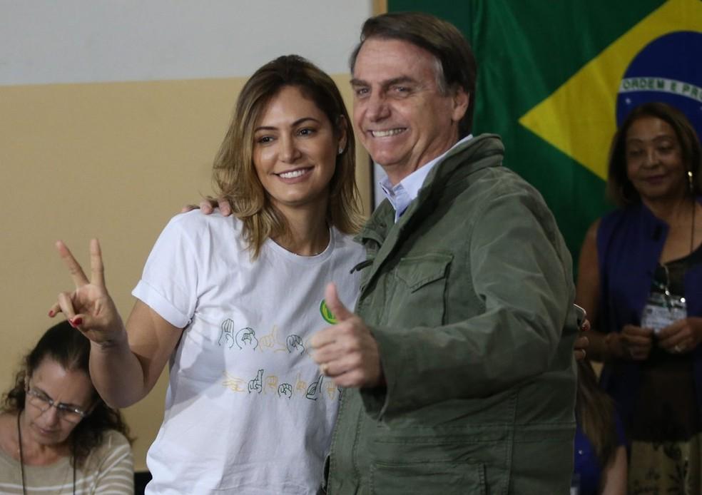 Bolsonaro e a mulher, Michelle, durante a votação no 2º turno — Foto: Wilton Junior/Estadão Conteúdo