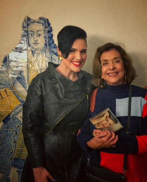 """Betty Faria, que voltará ao ar na novela """"A dona do pedaço"""", em Lisboa com a cantora de fado Fábia Rebordão (Foto: Arquivo pessoal)"""