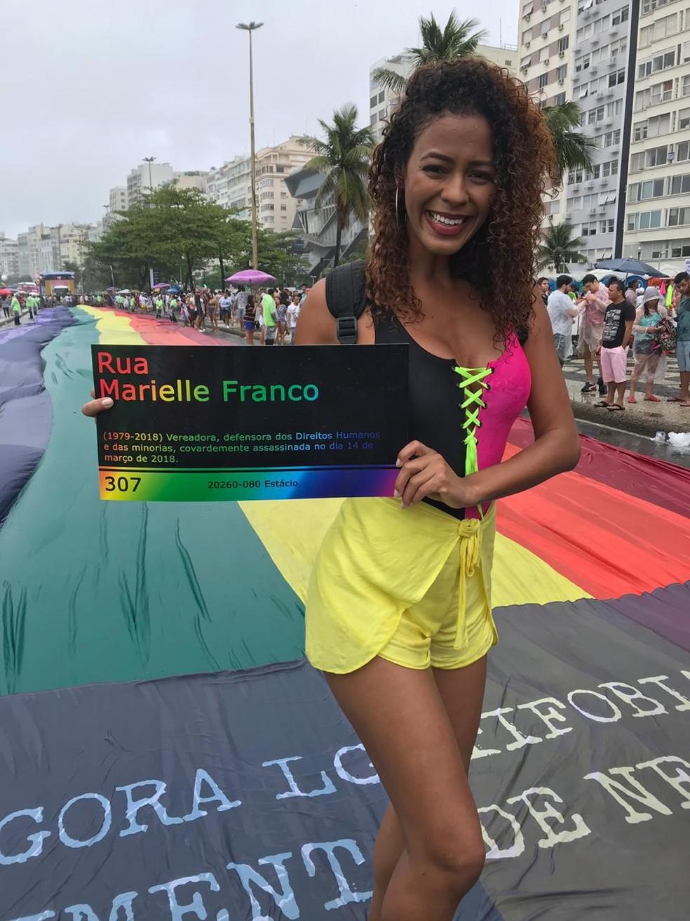 Vereadora Marielle Franco é homenageada durante a 24ª Parada do Orgulho LGBTI, em Copacabana — Foto: Bárbara Carvalho/GloboNews
