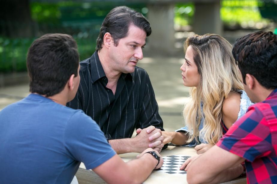 Estreia 'Pega Pega': Malagueta propõe roubo ao Carioca Palace