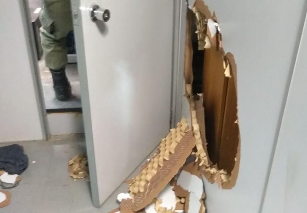 Criminosos fugiram sem levar o dinheiro da agência bancária de Elesbão Veloso (Foto: Divulgação/ Polícia Militar)