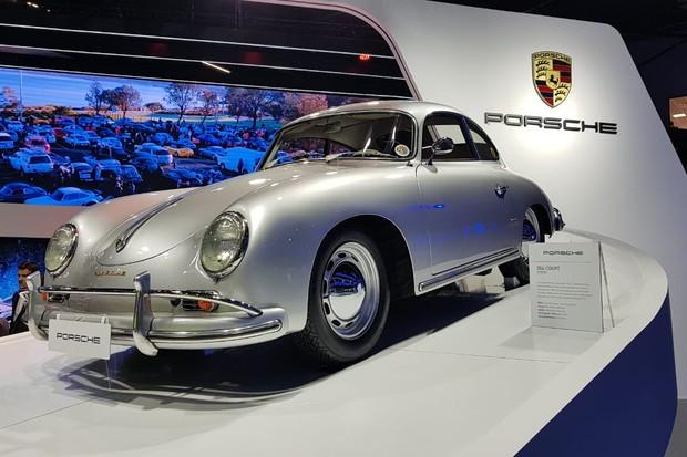 Porsche 356 cupê 1957 tem apenas 62 cv de potência (Foto: Julio Cabral/Autoesporte)