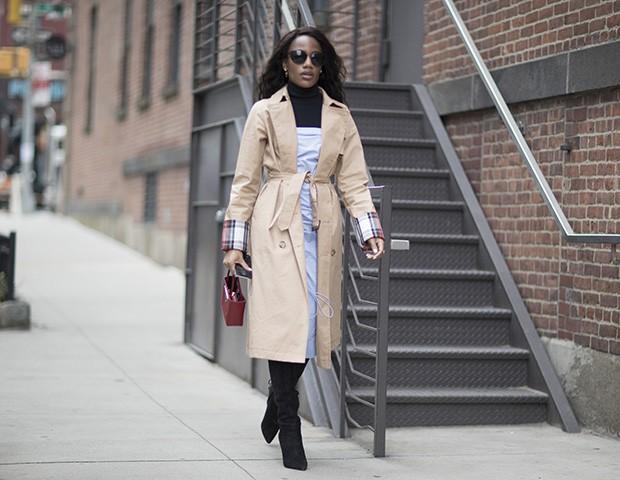 Os trench coats prometem fazer sucesso no mundo fashion este inverno (Foto: Imaxtree)