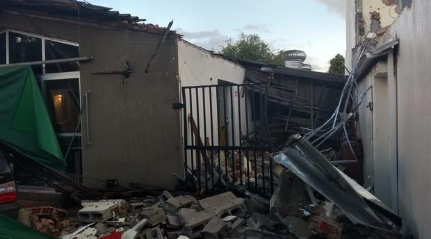 Casa onde fica o Cozinha Pirata foi danificada após um acidente (Foto: Reprodução/Facebook)
