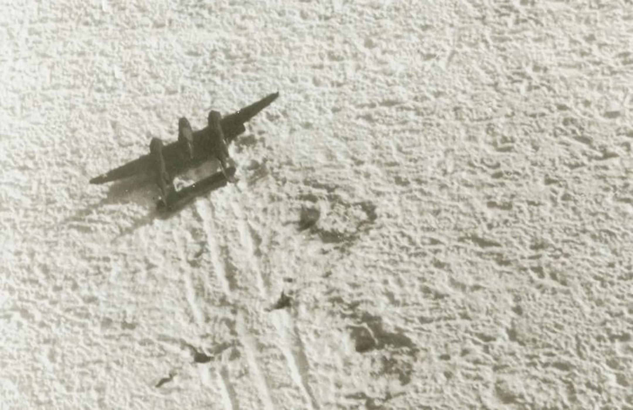 Imagem mostra um P-38 no gelo (Foto: US Army)