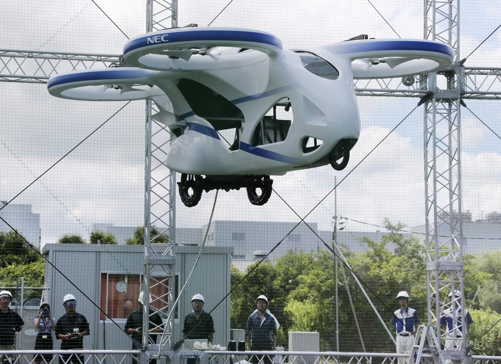 Carro voador da Nec fez voo de um minuto nesta segunda-feira (5), em Abiko, no Japão — Foto: Koji Sasahara/AP
