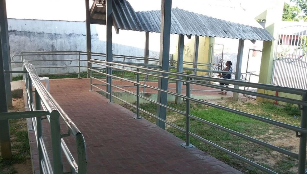 Escola já passou por reformas, alega direção  (Foto: Adelcimar Carvalho/G1)