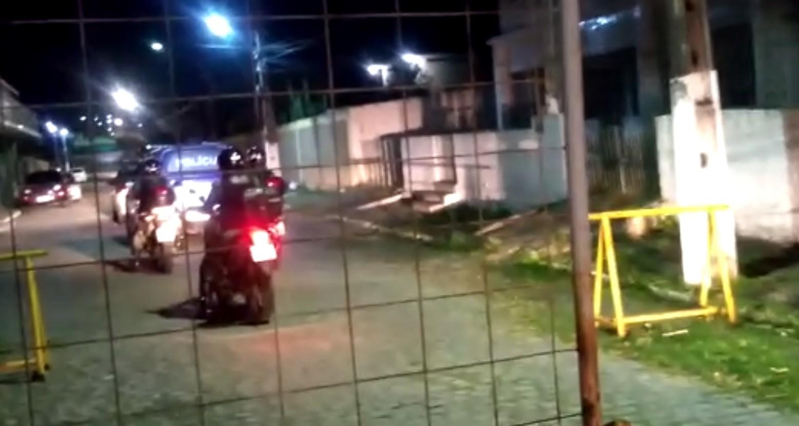 Operação policial prende em flagrante cinco integrantes de quadrilha envolvida com tráfico de drogas e homicídios em Goiana