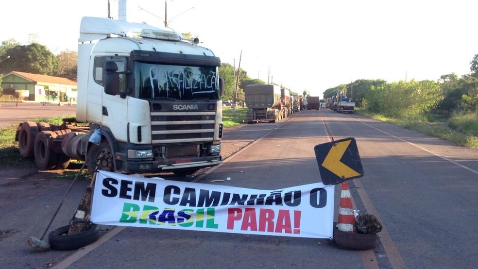 Greve de caminhoneiros no 5º dia; BR-262, em Corumbá, MS (Foto: Cleto Kipper/TV Morena)