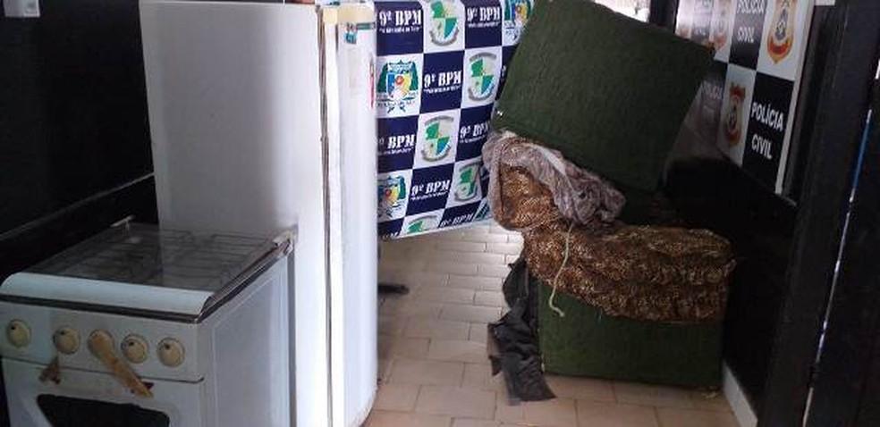 Móveis foram recuperados em Araguatins  — Foto: Divulgação/Polícia Militar