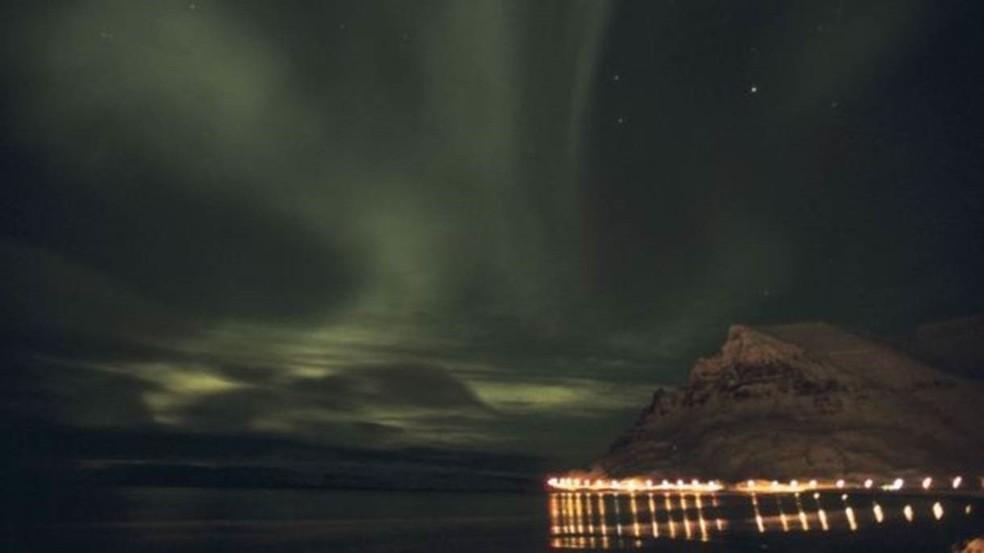 Aurora boreal pode se apresentar de várias formas, incluindo arcos, espirais e auréolas — Foto: Getty Images/ BBC