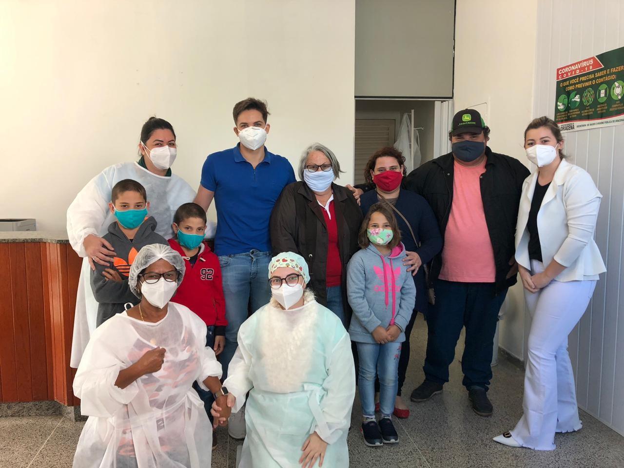 Seis pessoas da mesma família recebem alta médica após se curarem da Covid-19 em Dracena