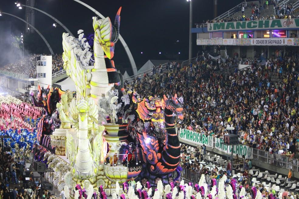 Desfile da Mancha Verde: carro Anjo e Demônio — Foto: Ardilhes Moreira/G1