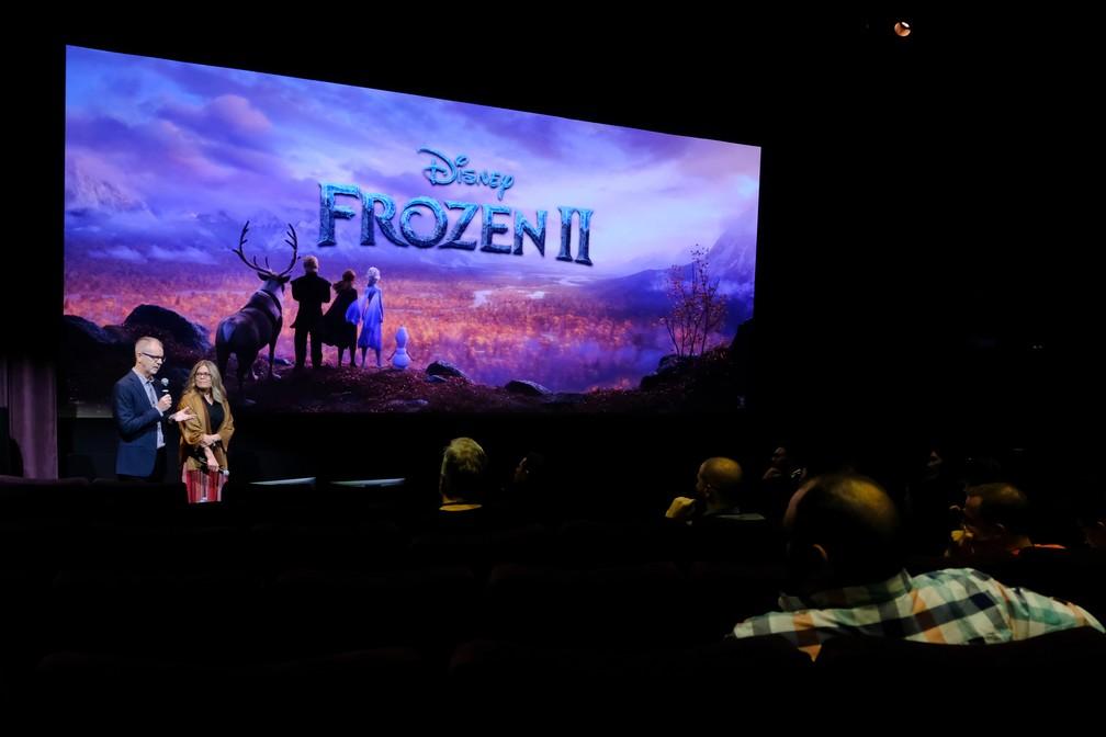 Chris Buck e Jennifer Lee apresentaram e comentaram trechos de 'Frozen 2' em evento fechado aos jornalistas, em Los Angeles, na Califórnia — Foto: Divulgação/Disney