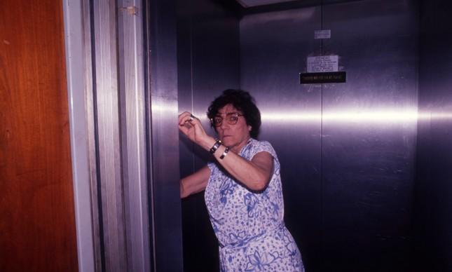 A vereadora Bambina Bucci tranca o gabinete e foge com as chaves