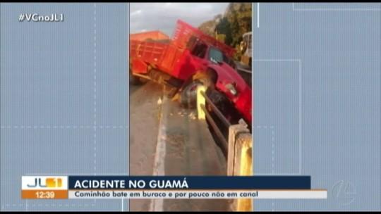 Caminhão fica pendurado ao desviar de buraco em ponte sobre o canal do Tucunduba, em Belém; veja vídeo