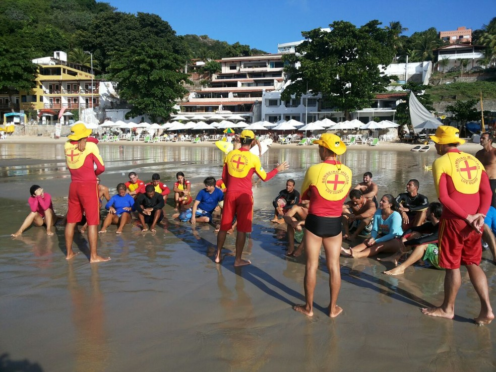 Curso de salvamento dos Bombeiros para surfistas visa o resgate de vítimas de afogamento no litoral potiguar (Foto: Divulgação/Corpo de Bombeiros)