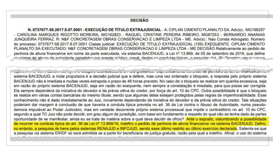 Trecho de decisão judicial que cita a lei de abuso de autoridade — Foto: Reprodução/TJDF
