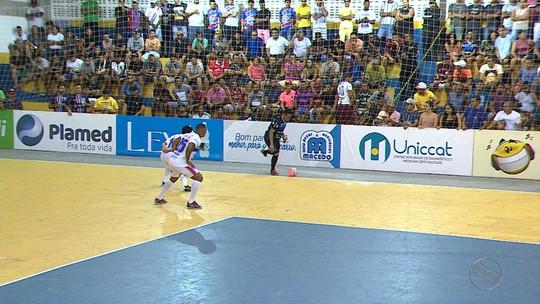 Artilheiro isolado da Copa TV Sergipe de Futsal, Jajá ganha plaquinha à la Gabigol