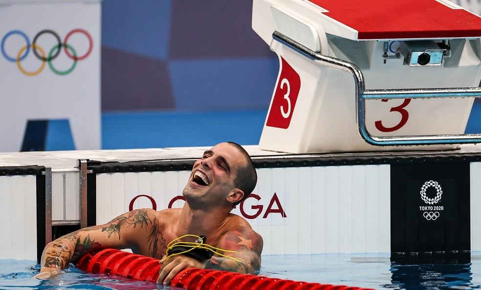Bruno Fratus abre o sorriso após levar o bronze na final dos 50m livre da natação  — Foto: Jonne Roriz / COB