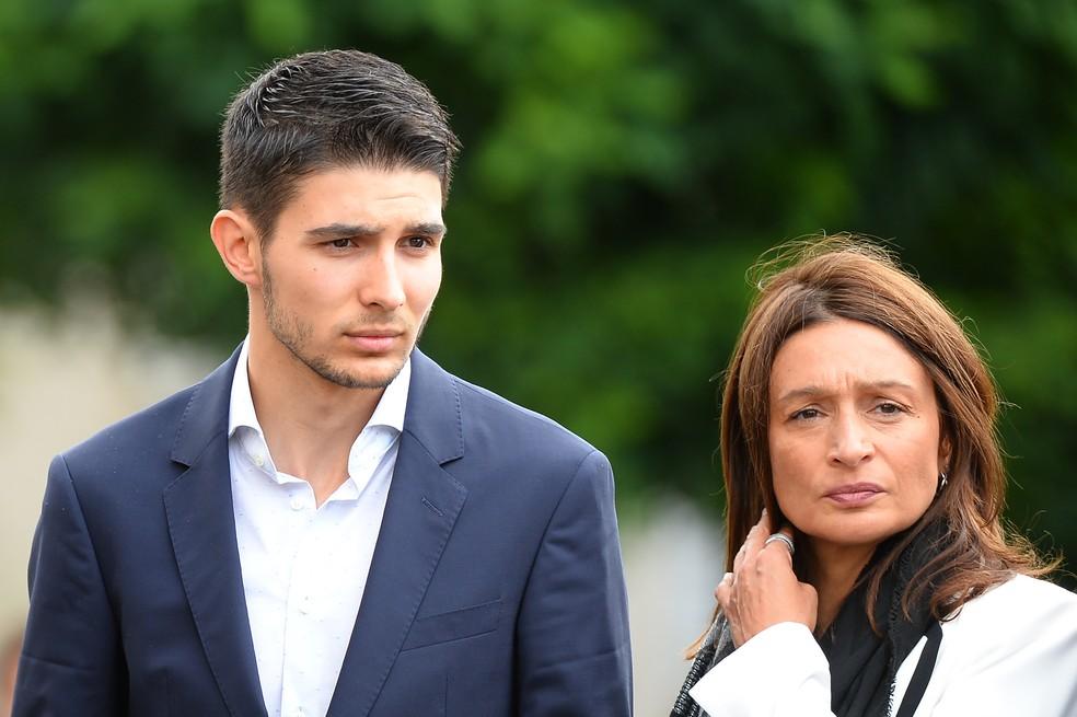 Esteban Ocon no funeral de Hubert — Foto: JEAN-FRANCOIS MONIER / AFP